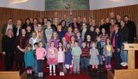 LELBA paplašinātā pārvalde ar Bostonas latviešu skolas bērniem. Foto: Edija Banka-Demandta