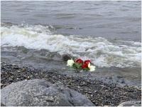 Ziedi Jeņisejas upē Raula Vēliņa vecmāmiņas piemiņai